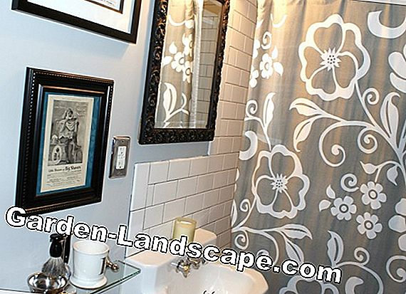 Pretty tile mirror gives character to a room