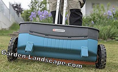 Lawn fertilize spreaders